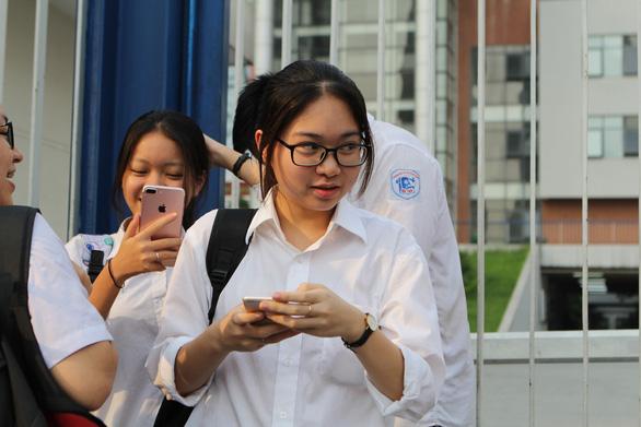 Điểm thi lớp 10 Hà Nội: 44,22% bài thi ngoại ngữ có điểm dưới trung bình - Ảnh 1.