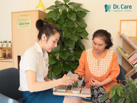 Nha khoa chuyên sâu trồng răng Implant cho người trung niên - Ảnh 4.