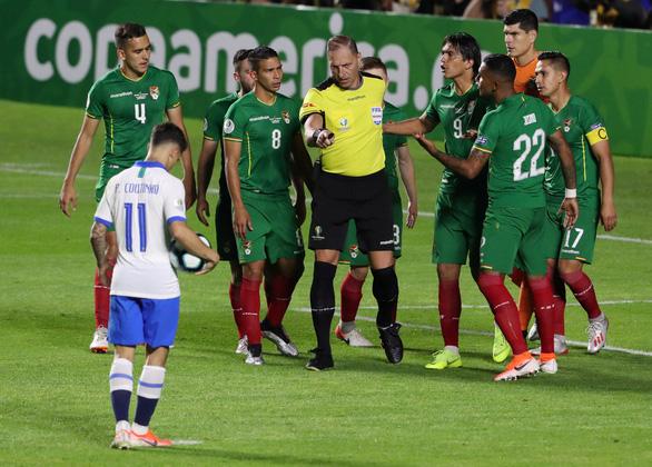VAR cứu Samba trong trận mở màn Copa America 2019 - Ảnh 3.