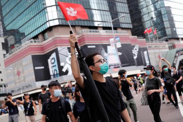Đại gia Hong Kong chuyển tài sản ra nước ngoài vì sợ luật dẫn độ - Ảnh 1.