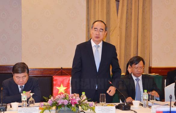Vientiane muốn TP.HCM hỗ trợ kinh nghiệm xây dựng đô thị thông minh - Ảnh 1.