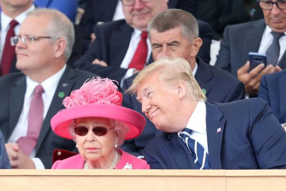 Ông Trump: 'Gặp tôi là sự kiện vui nhất 25 năm qua của Nữ hoàng Anh' - Ảnh 1.