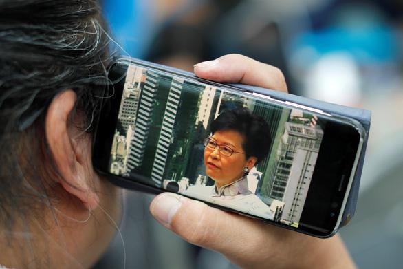2 triệu người biểu tình, lãnh đạo Hong Kong 'chân thành nhận lỗi - Ảnh 1.