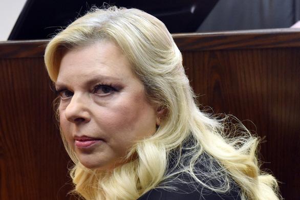 Dùng quỹ công đặt đồ ăn, vợ Thủ tướng Israel hầu tòa - Ảnh 1.
