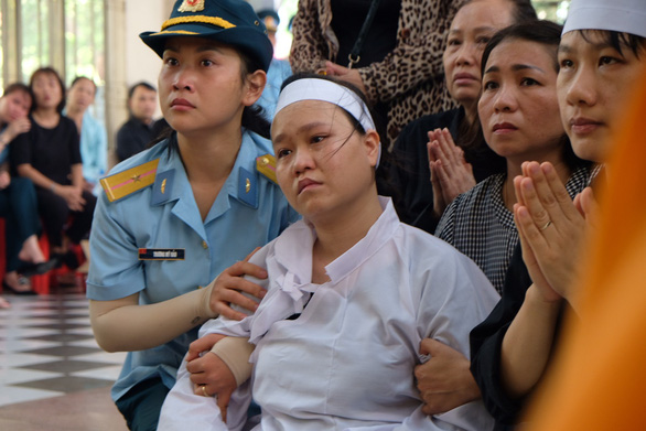 Xúc động lễ truy điệu hai phi công tử nạn vụ máy bay quân sự rơi - Ảnh 4.
