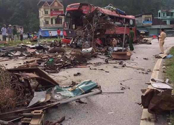 Xe khách nát bét sau va chạm với xe tải, 3 người chết, gần 40 người bị thương - Ảnh 4.