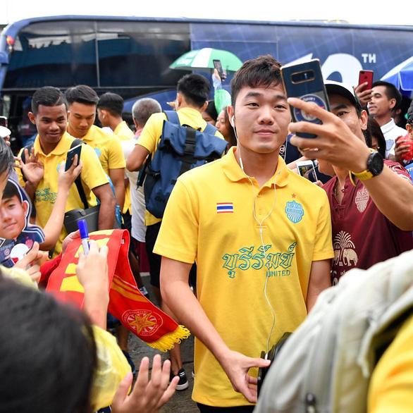 Văn Lâm nhận 2 bàn thua, Xuân Trường ngồi ngoài trận thứ 2 sau Kings Cup - Ảnh 1.