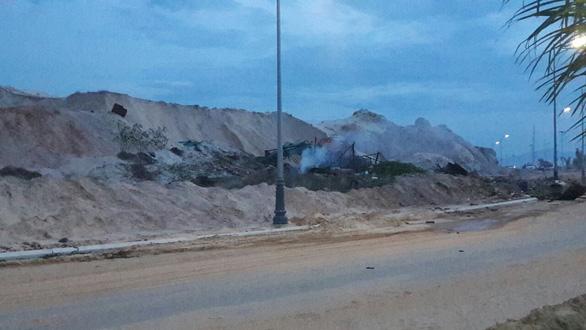 Xăng dầu tích trữ của công nhân bị nổ, 2 người chết - Ảnh 2.