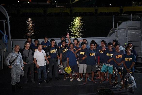 Thẩm phán Philippines: Nếu tàu cá Trung Quốc tấn công nữa nên cắt đứt quan hệ ngoại giao - Ảnh 2.