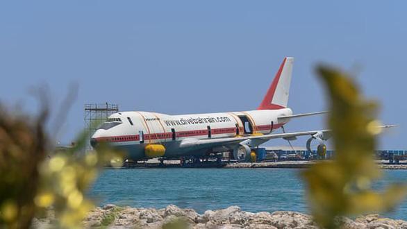 Các nước đua nhau 'đánh đắm' máy bay làm điểm du lịch lặn biển - Ảnh 1.