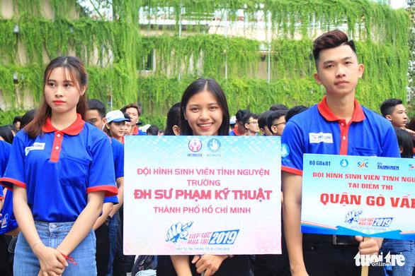 20.000 lượt sinh viên tình nguyện tại bến xe, trường học tiếp sức mùa thi - Ảnh 5.