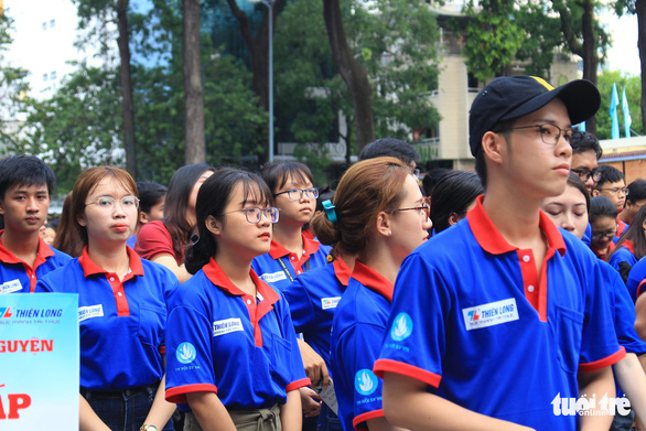 20.000 lượt sinh viên tình nguyện tại bến xe, trường học tiếp sức mùa thi - Ảnh 2.