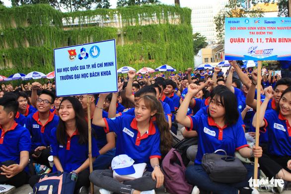 20.000 lượt sinh viên tình nguyện tại bến xe, trường học tiếp sức mùa thi - Ảnh 6.