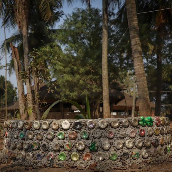 Thu học phí bằng chai nhựa, túi nilông, ngôi trường làm đổi thay cả thị trấn - Ảnh 10.
