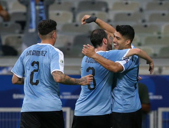 Cavani và Suarez lập công, Uruguay đè bẹp Ecuador 4-0 - Ảnh 1.