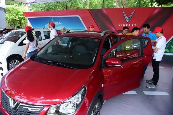 Xe hơi của tỉ phú Phạm Nhật Vượng đã đến tay khách hàng - Ảnh 6.