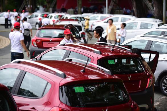 Xe hơi của tỉ phú Phạm Nhật Vượng đã đến tay khách hàng - Ảnh 5.