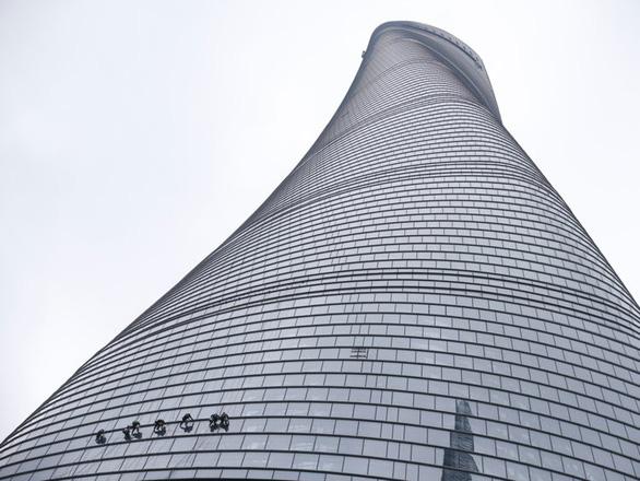 Bí ẩn đằng sau khả năng chống gió của các tòa nhà chọc trời trên thế giới - Ảnh 5.