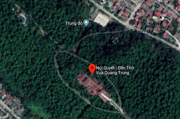 Ngăn đám cháy lan ra đền thờ Hoàng đế Quang Trung - Ảnh 2.