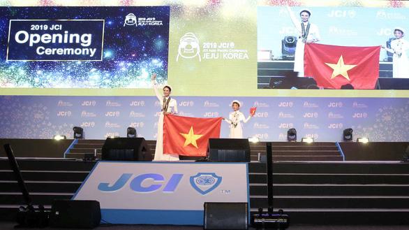 Áo dài Việt Nam gây ấn tượng tại Hội nghị JCI thế giới - Ảnh 1.