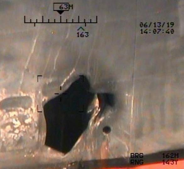 Mỹ tung bằng chứng lính Iran tháo mìn trên tàu để xóa dấu vết - Ảnh 2.