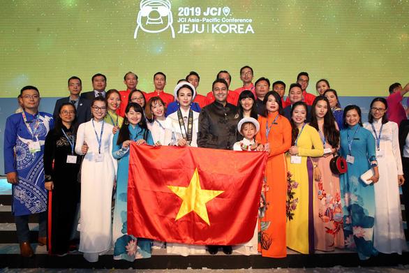 Áo dài Việt Nam gây ấn tượng tại Hội nghị JCI thế giới - Ảnh 2.