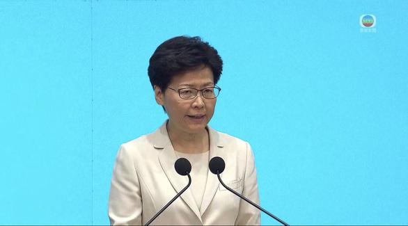 Bà Carrie Lam lại xin lỗi người dân và xin thêm cơ hội - Ảnh 1.