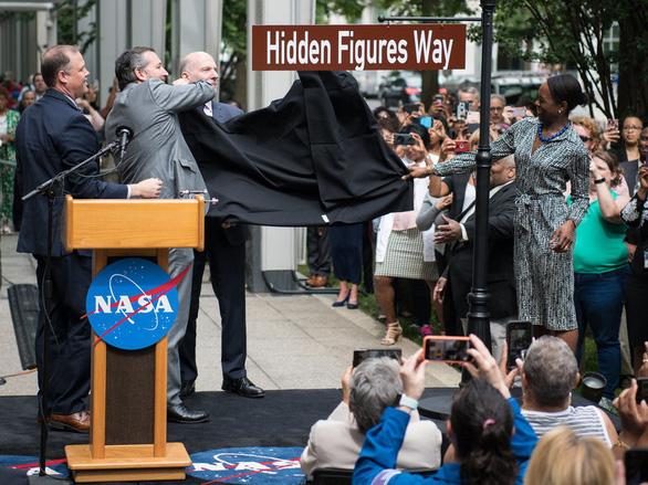 NASA đổi tên đường qua trụ sở để tôn vinh nhà khoa học nữ - Ảnh 1.