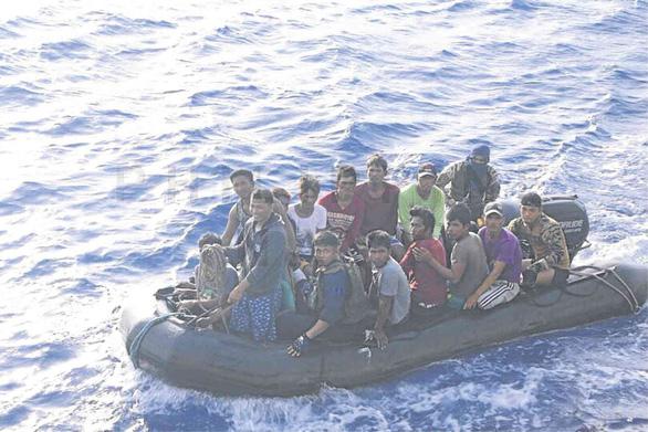 Yêu cầu Trung Quốc giáo dục nhân viên tàu công vụ xua đuổi ngư dân Việt Nam - Ảnh 2.