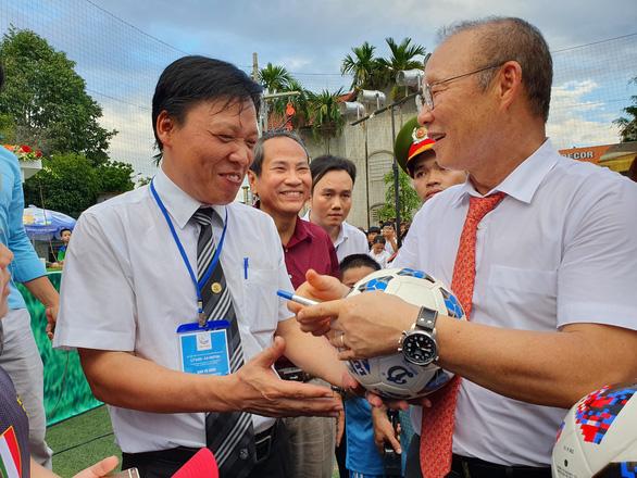 Ông Park Hang Seo hứa sẽ làm hết mình vì bóng đá Việt Nam - Ảnh 8.