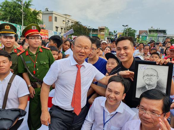 Ông Park Hang Seo hứa sẽ làm hết mình vì bóng đá Việt Nam - Ảnh 2.