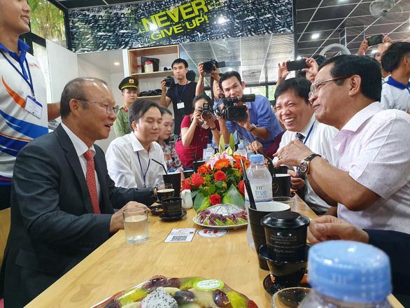 Ông Park Hang Seo hứa sẽ làm hết mình vì bóng đá Việt Nam - Ảnh 9.