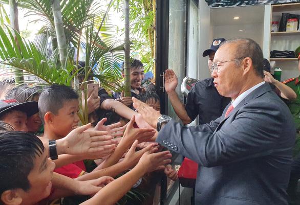 Ông Park Hang Seo hứa sẽ làm hết mình vì bóng đá Việt Nam - Ảnh 4.