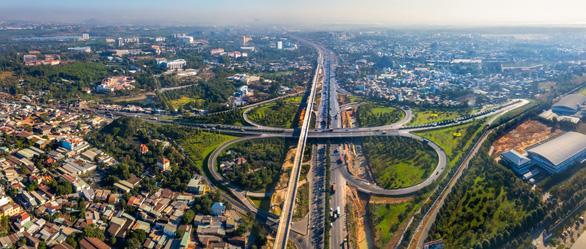 Vốn FDI rót mạnh vào bất động sản, khu Đông TP.HCM hưởng lợi ra sao? - Ảnh 1.