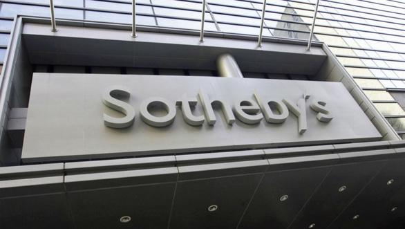 Tỉ phú Pháp đón gió mua lại nhà đấu giá Sotheby's với giá cao - Ảnh 1.
