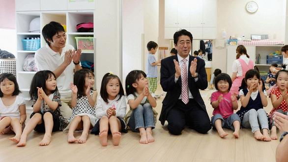 3 lý do khiến giới trẻ Nhật ế bền vững - Ảnh 2.