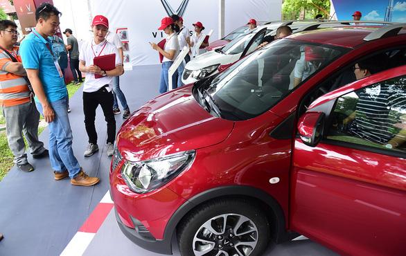 Xe Vinfast đến tay khách hàng, thêm lựa chọn cho người mua ôtô - Ảnh 1.