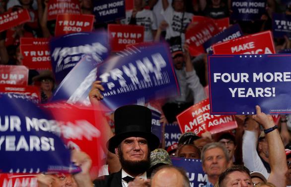 Ra tái tranh cử, ông Trump khẳng định đang áp thuế hiệu quả với Trung Quốc - Ảnh 2.
