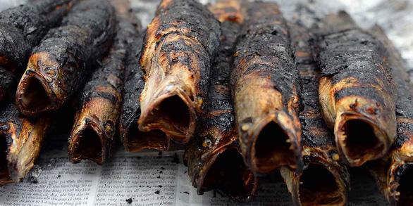 Lấy vợ, sẽ lấy ai làm món cá lóc nướng trui ngon như mẹ nấu - Ảnh 2.