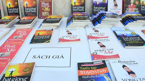 Sách lậu phát tán như virus trên các trang mua bán online - Ảnh 1.