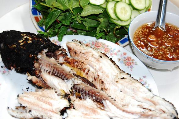 Lấy vợ, sẽ lấy ai làm món cá lóc nướng trui ngon như mẹ nấu - Ảnh 3.
