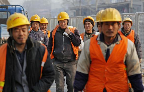 Dân Bangladesh đòi công lý, đánh nhau tưng bừng với công nhân Trung Quốc - Ảnh 1.
