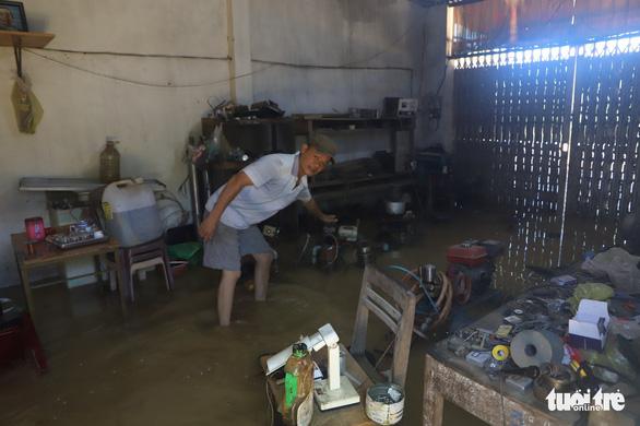 Sau mưa lớn, ngoại ô TP Bảo Lộc chìm trong biển nước - Ảnh 2.