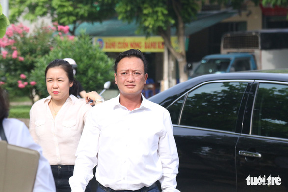 Bác sĩ Hoàng Công Lương bị tuyên phạt 30 tháng tù - Ảnh 4.