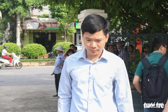 Bác sĩ Hoàng Công Lương bị tuyên phạt 30 tháng tù - Ảnh 1.
