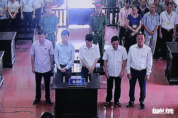 Bác sĩ Hoàng Công Lương bị tuyên phạt 30 tháng tù - Ảnh 3.