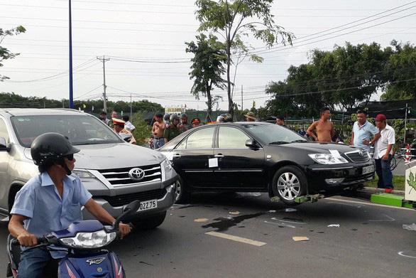 Bắt khẩn cấp chủ doanh nghiệp kêu giang hồ vây xe chở công an - Ảnh 2.