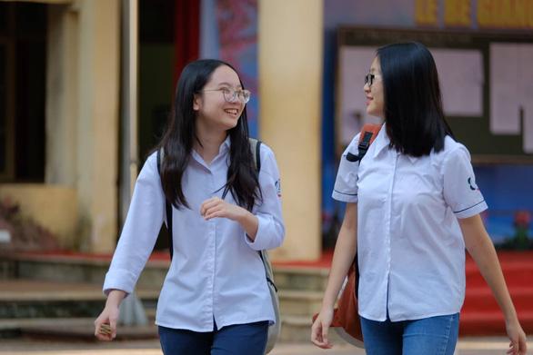 Đề toán lớp 10 tại Hà Nội: dễ thở hơn các năm trước - Ảnh 7.