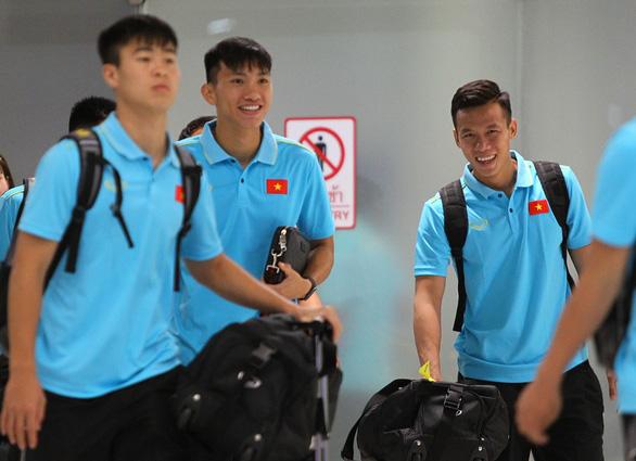 Tuyển VN đặt chân đến Thái Lan chuẩn bị cho King's Cup 2019 - Ảnh 1.