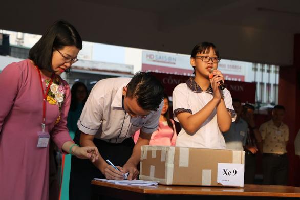 Gần 200.000 thí sinh chính thức bước vào thi lớp 10 tại TP.HCM và Hà Nội - Ảnh 10.